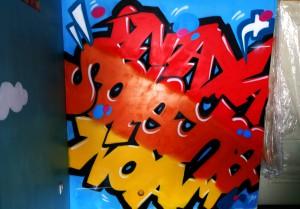 Trois graffitis pour une salle de jeu à Eleu Dit Leauwette.