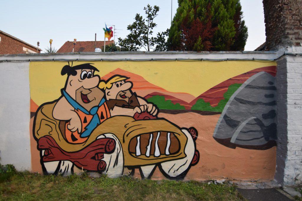 Graffiti de cartoons dans une crèche à Carvin