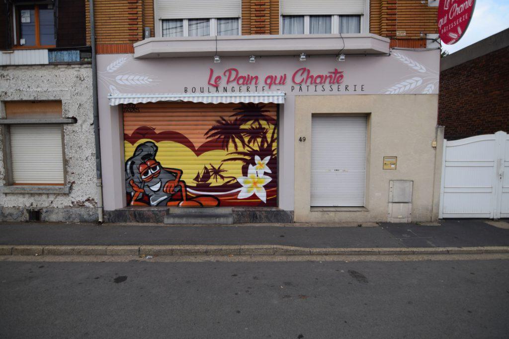 Décoration graffiti sur volet de boulangerie