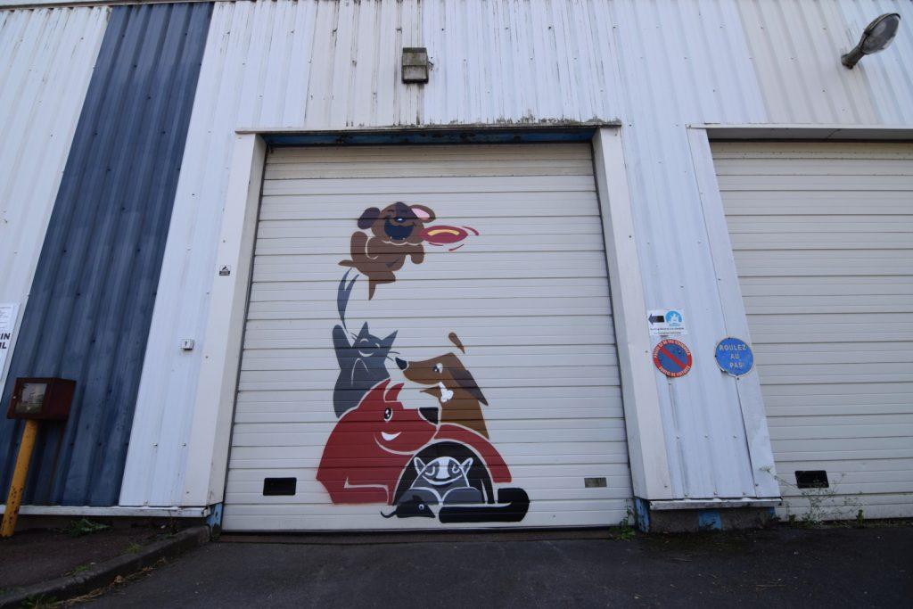 Graffeur sur porte de garage à Somain