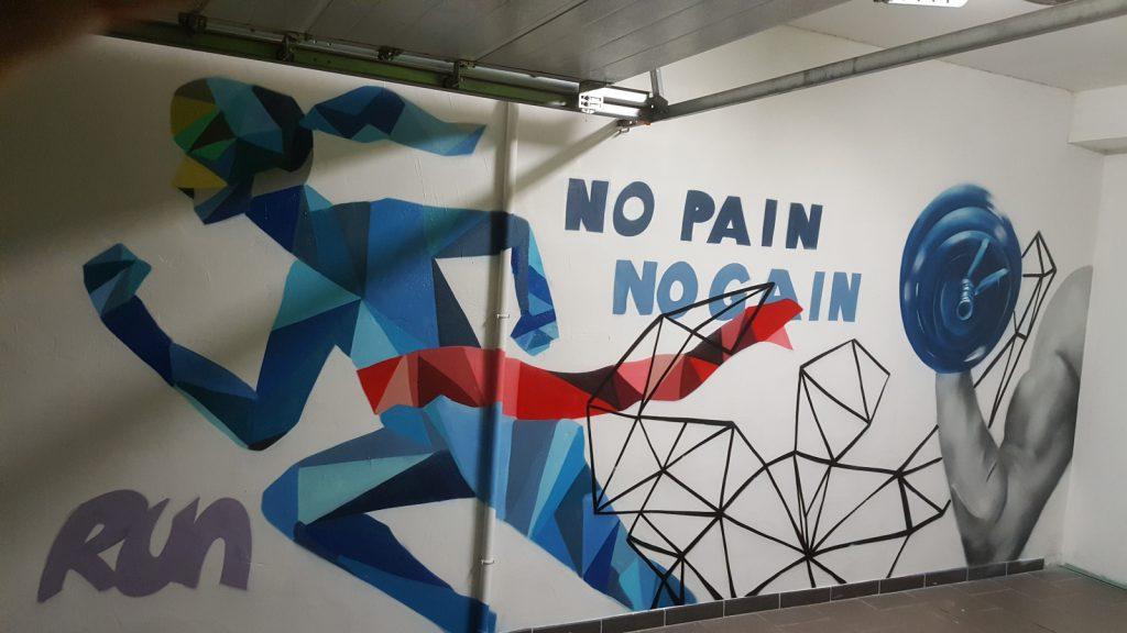 Graffiti runing et musculation en décoration intérieure par notre graffeur à domicile