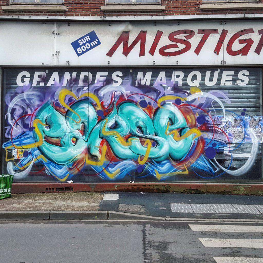 Graffiti sur un batiment à démolir