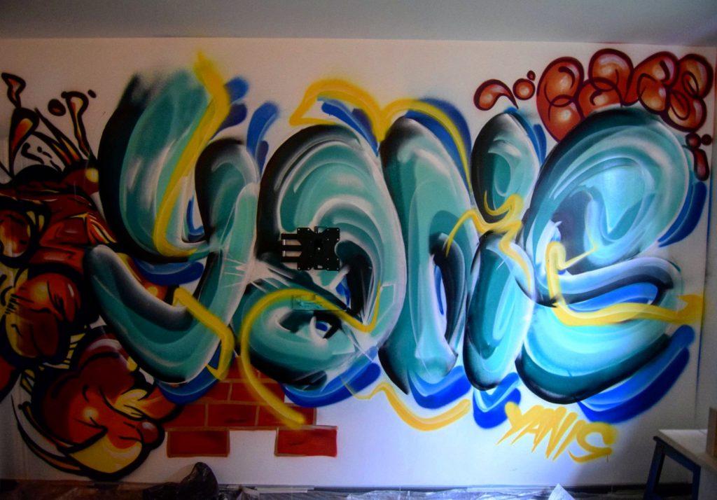 Graffiti de prénom dans une chambre dans le nord pas de calais