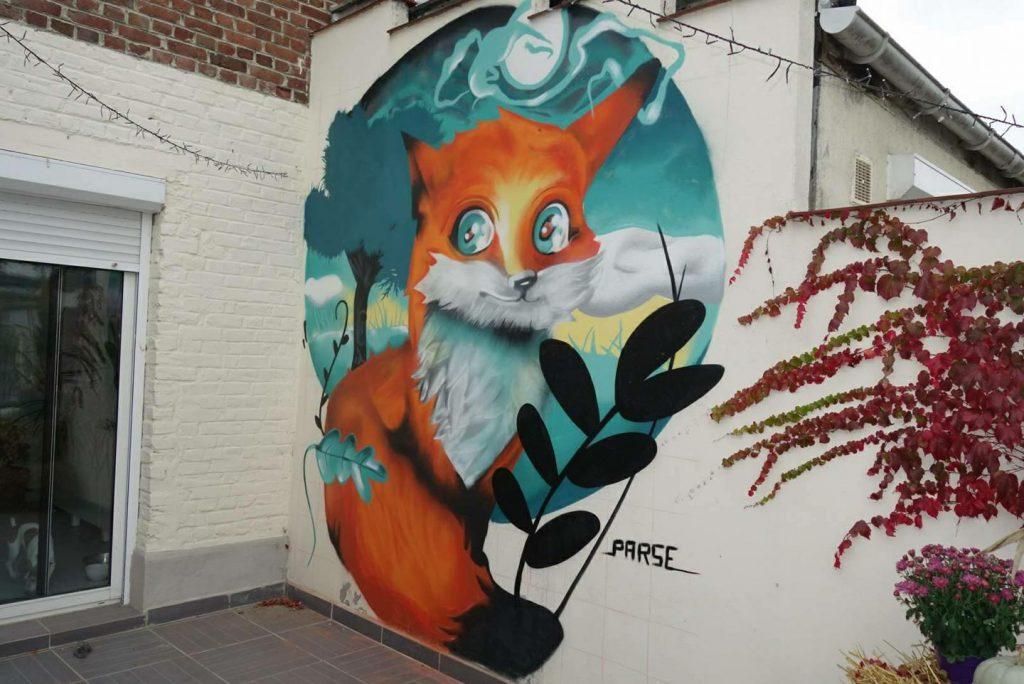 Décoration graff de renard dans un jardin
