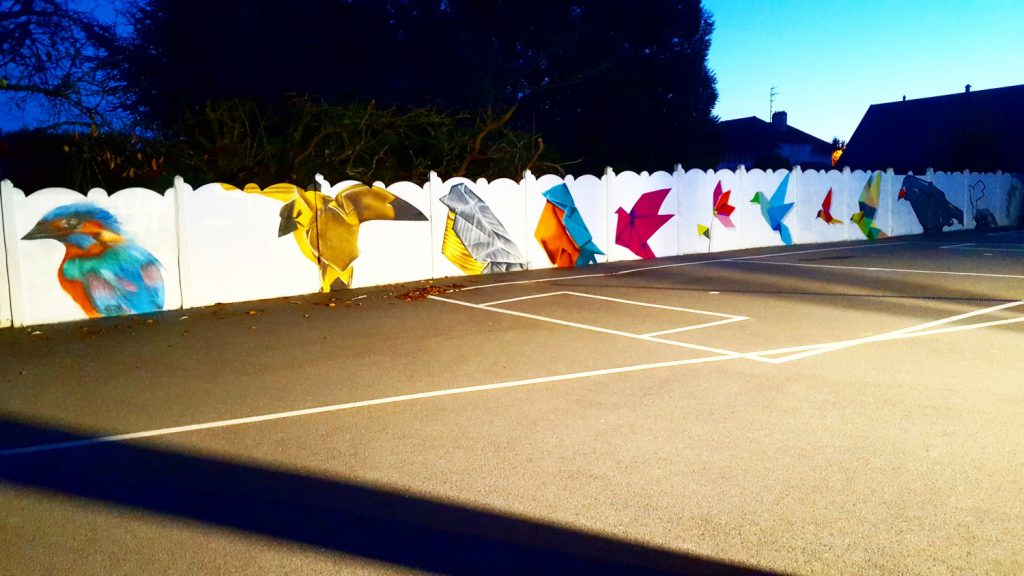 Graffiti dans l'école Sainte Bernadette d'Arras sur le thème des oiseaux