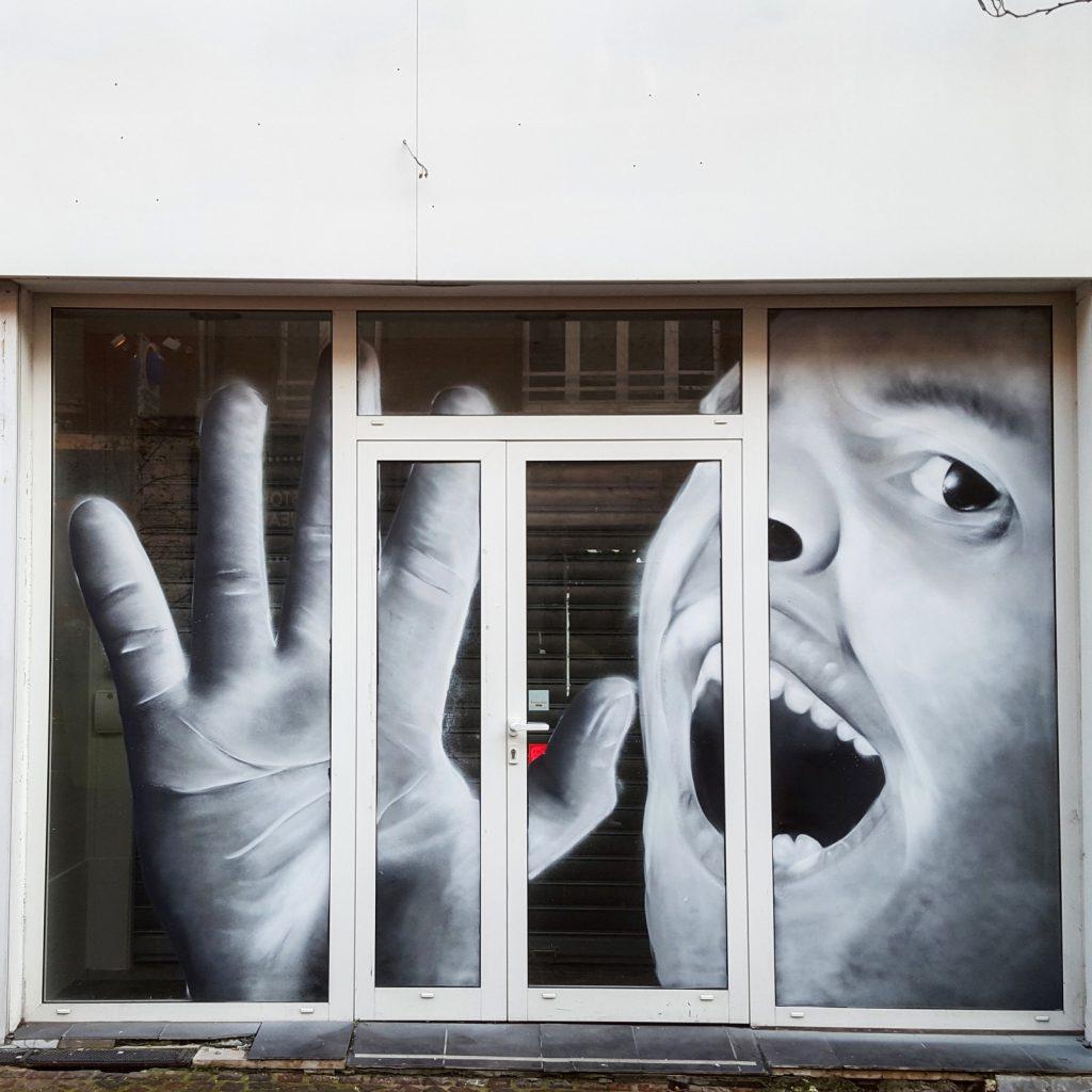 Street-art et graffiti sur vitrines