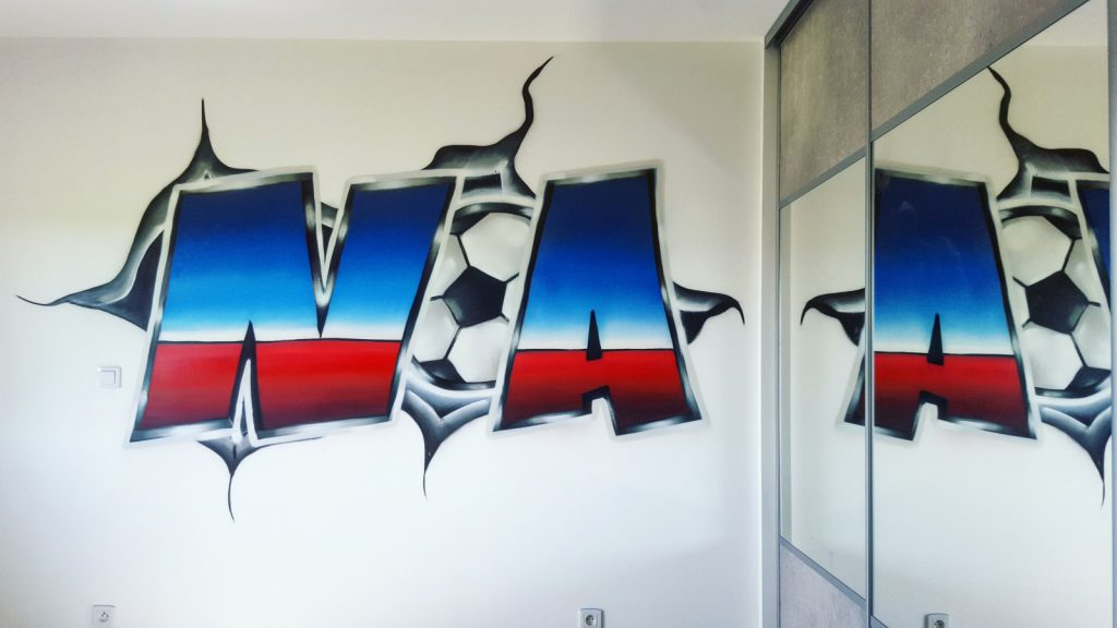 Graffiti prénoms dans une chambre