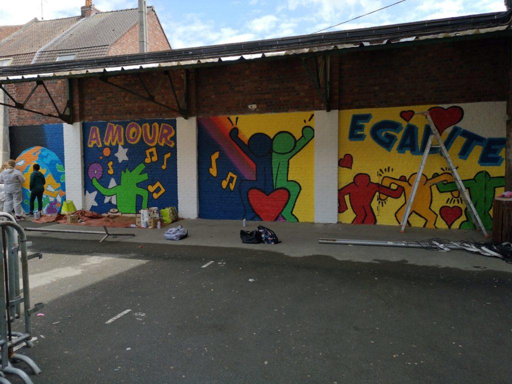 Faire un graffiti dans un collège