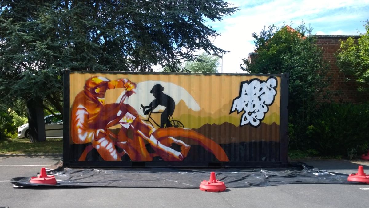Graffiti tous ensemble sur un container