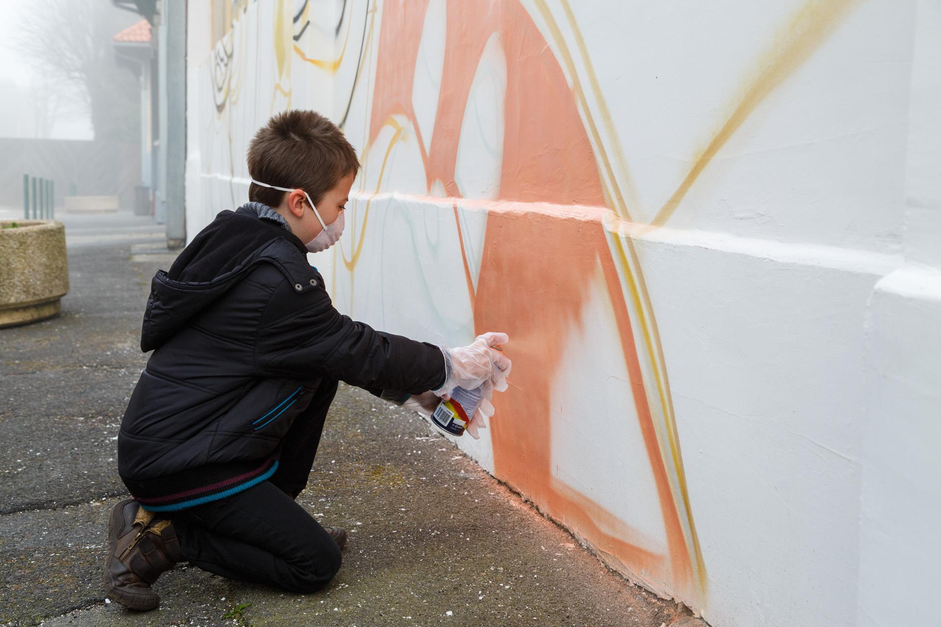Fresque géante de graffiti à l'école Voltaire de Lens