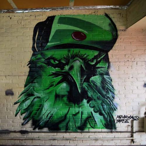 Faucon graffiti à Domicile