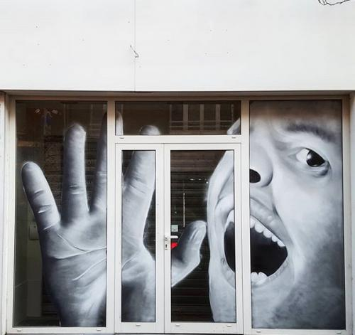 Portrait trompe l'œil sur vitrine à Lens
