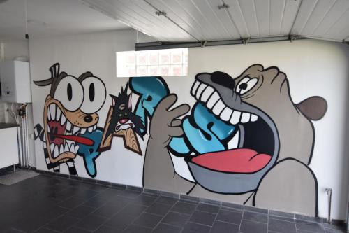 Graffiti Tex Avery dans un garage à domicile
